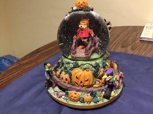 Winnie the Pooh Halloween snow globe and music box for Sale in Superior Charter Township, MI