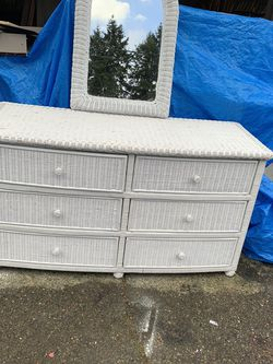 Wicker Bedroom Set( Dresser And Full Size Headboard) for Sale in Shoreline,  WA