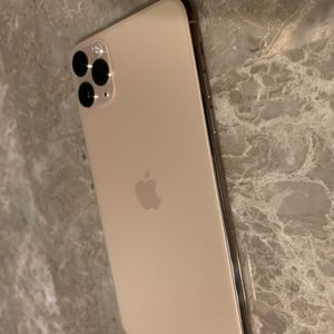 iPhone 11 Pro Max 256GB Factory Unlocked for Sale in Fort Lauderdale, FL