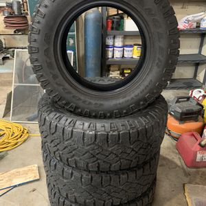 275/65/18 Goodyear Duratrac for Sale in Joliet, IL