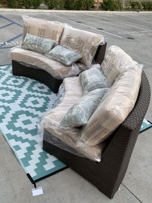 NEW Mission Hills 2 Love Seat Outdoor Wicker Furniture Set Sunbrella Cushion with Pillow SOLD at COSTCO for Sale in Whittier, CA