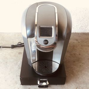 Keurig coffee maker plus stand for Sale in Upland, CA
