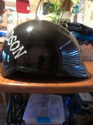 2 DOT motorcycle helmets 1 Harley Davidson the other bell for Sale in Fairmount, GA