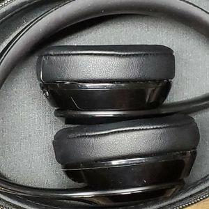 Beats by Dre Solo 2 Wireless Headphones! for Sale in Fresno, CA