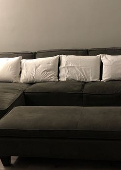 Gray Sectional Sofa w/ Storage Space Ottoman for Sale in Los Angeles,  CA
