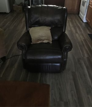 Leather electric recliner chair. for Sale in Lynchburg, VA