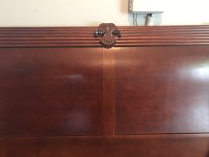 Cherry Finish Queen Sleigh Bed Frame. for Sale in Richmond Hill, GA