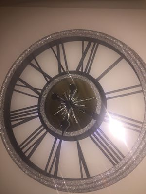 """LED Battery light, Crystal Rhinestones, Glitter and mirror wall clock 17.5"""" for Sale in St. Louis, MO"""