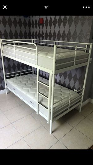 Bunk bed whit mattress whit deliver for Sale in Hialeah Gardens, FL