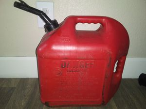 5 Gallon Gas Can / 5 Gallon Gas Tank / Great For Filling All Your Landscaping Equipment or Car When You're Low on Gas Only $10 Pick up only for Sale in Phoenix, AZ