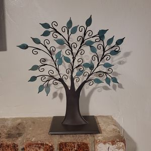 Metal Tree Picture Holder Décor for Sale in Bakersfield, CA