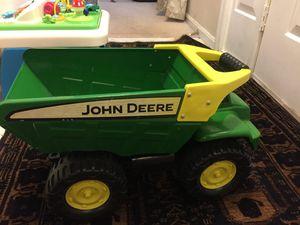 """John deer 21"""" big scoop steel dump truck for Sale in Manassas, VA"""