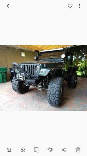 Jeep Wrangler 2001 TJ 115k miles. 4.0 6cyl manual trans. Custom arms. G2 gearing. 38 Nitto grabbers for Sale in Miami, FL
