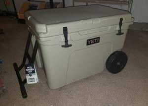 Yeti haul cooler brand new has wheels for Sale in Gonzales, TX