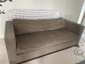 3 seater couch for Sale in Chicago, IL