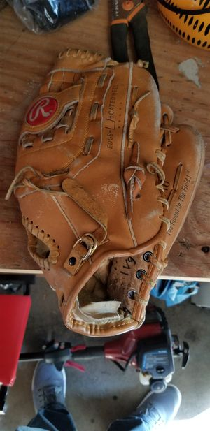 "13"" Rawlings baseball softball glove broken in for Sale in Downey, CA"