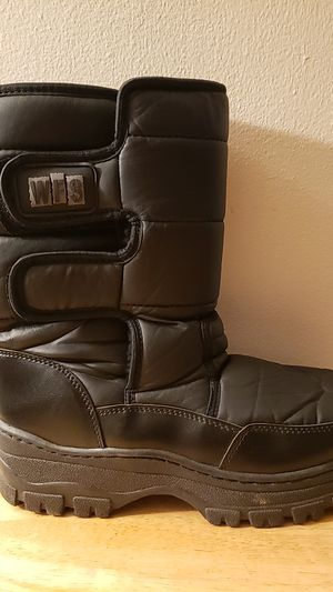 Adult snow boots size 9 for Sale in Downey, CA