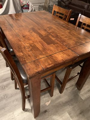 Solid wood dining table for Sale in Fort Lauderdale, FL