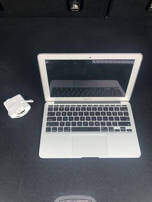 "Apple MacBook Computer Air. 11"". Mid 2011. 4gb ram. 64 SSD. Sierra OS. 1.6ghz intel i5 64gb for Sale in Everett, WA"