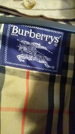 Authentic Burberry Trench Coat Mens size medium for Sale in Stone Mountain, GA