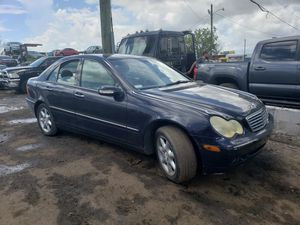 Mercedes c320 for parts out 2003 for Sale in Miami, FL