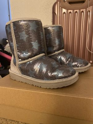 Gray w blue stars ugg boots size 2 for Sale in Cincinnati, OH