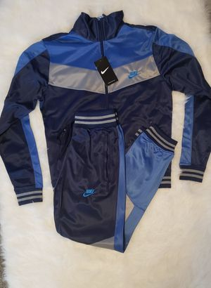WOMAN NIKE TRACKSUIT for Sale in Nashville, TN