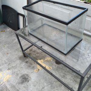 Pecera Con Mesa for Sale in Hialeah, FL