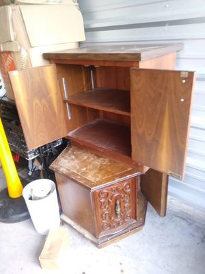 End tables 15$ a piece for Sale in Cleveland, OH