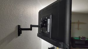 """40"""" TV and wall mount for Sale in Littleton, CO"""