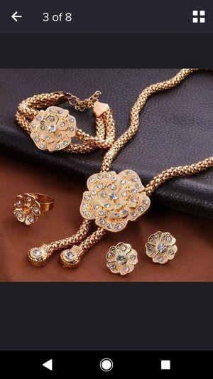 Beautiful necklace set for Sale in Lincolnia, VA