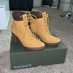 Women Timberlands Camdale Boots (size 8) for Sale in Las Vegas,  NV