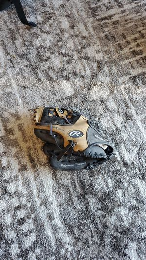 Kids Right hand baseball glove for Sale in Keyes, CA