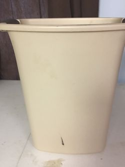 Small Trash Can ~~~ PICK UP BROAD RIPPLE AREA for Sale in Indianapolis,  IN