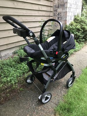 Graco click connect car seat and stroller for Sale in Mill Creek, WA