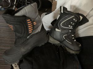 Kids snow boots size 3 for Sale in Fresno, CA