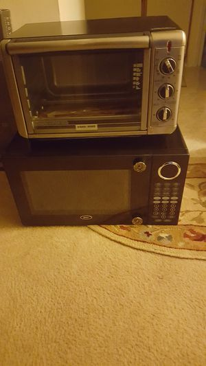 Microwave replace nobe in toaster oven need rack both works good 50.00 for both for Sale in Germantown, MD