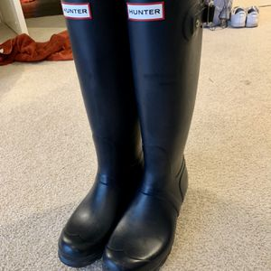 Hunter Tall Navy Rain Boots, Size 7 for Sale in Bellevue, WA
