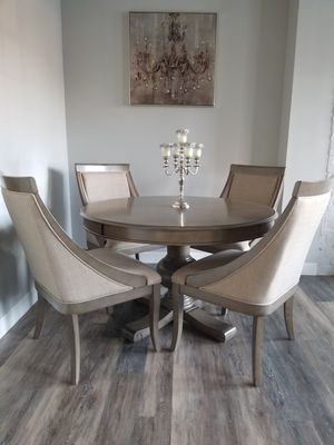 Like New - Dining Table & Swoop Chair Set for Sale in Providence, RI