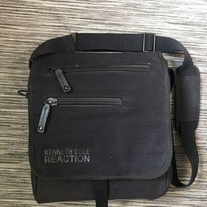 Kenneth Cole Reaction Messenger Bag for Sale in San Gabriel, CA