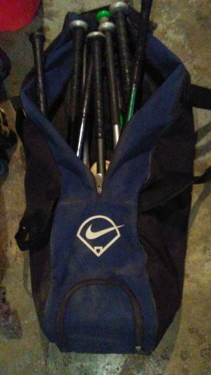 YOUTH BASEBALL BATS LITTLE LEAGUE WITH NIKE BAG for Sale in Cleveland, OH
