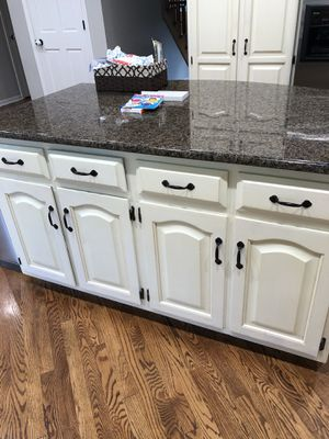 Appliances oak cabinets granite countertops sink faucet 2 pendant lights for Sale in Orland Park, IL