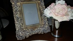 Frame and smal vase with Flowers for Sale in Dallas, TX