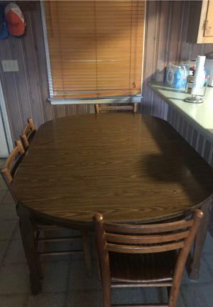 Kitchen Table w 4 chairs for Sale in Gilbert, SC