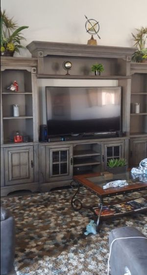 RC Willey Entertainment Center. *Great Condition* for Sale in Las Vegas, NV