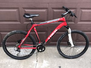 Trek four series hybrid mountain bike bicycle 27 speed hydraulic disc for Sale in Chicago, IL