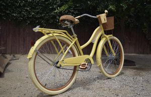 "Huffy 26"" Nel Lusso Yellow for Sale in Inglewood, CA"