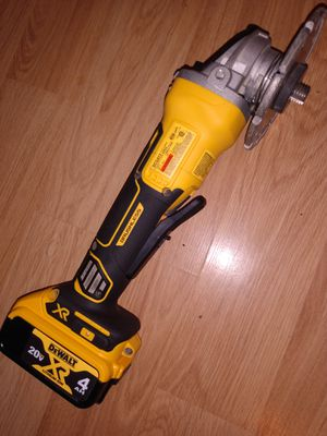 DeWalt grinder with a few blades 100$ obo for Sale in Newport, ME