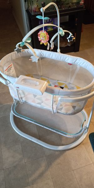 PICK-UP ONLY! Fisher Price Soothing Motions Bassinet for Sale in Smyrna, TN