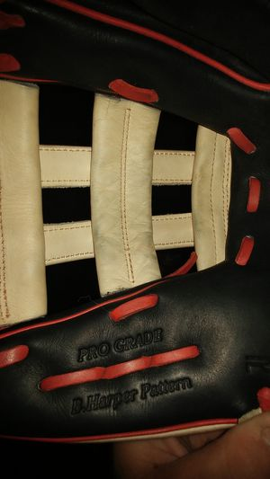 Rawings baseball / softball glove 12.75 for Sale in Akron, OH